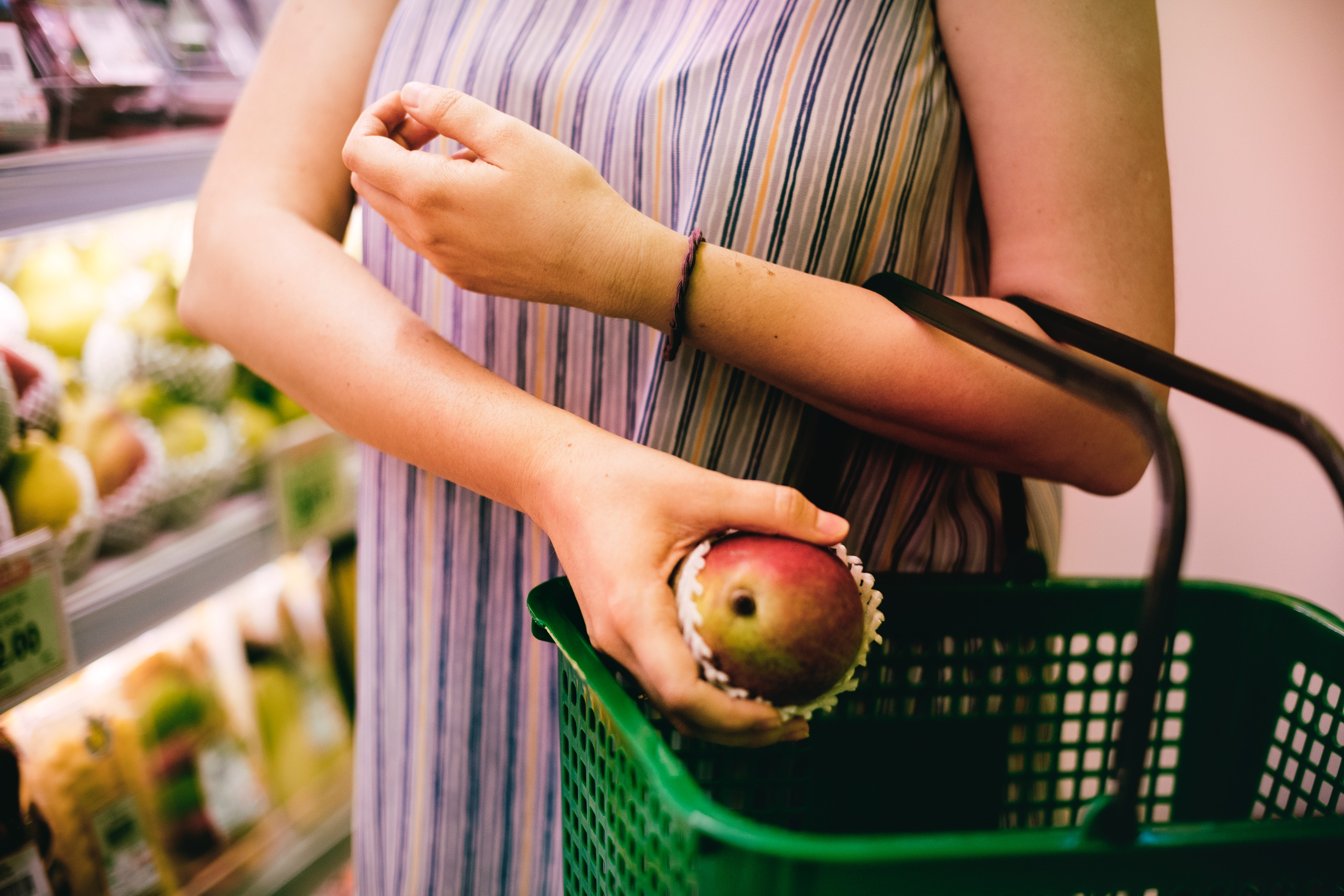 apple-basket-buy-1260305